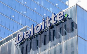 """44% of American Executives Think """"Blockchain Is Overhyped"""", Deloitte Survey Finds"""
